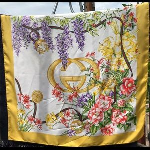 Authentic GUCCI silk floral scarf large Gucci logo